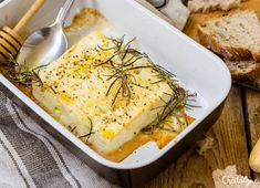 Feta rôtie au four I Love Food, Good Food, Yummy Food, New Recipes, Cooking Recipes, Healthy Recipes, Mozarella, Pavlova, Buffets