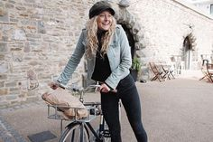 GIRL ABOUT TOWN  Also French bread delivery from @fraj.s featuring our #citybike and @brixtonwomens from #spokeandstringershop .  #onlineshop #shop #accessories #cycle #bike #city #womensfashion #rideculture #bristol #hat #spokeandstringer #harbourside #bristolfood #summer www.spokeandstringer.com