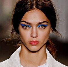 #bluemakeup #blueeyeliner #runway #model