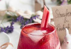 Rabarbermojito: Sæsonen for årets bedste drink er lige om hjørnet Cocktail Drinks, Cocktails, Rhubarb Recipes, Frappuccino, Healthy Smoothies, Yummy Drinks, Low Carb Recipes, Beverages, Food And Drink