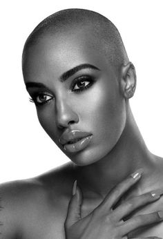 Bald women are very sexy. Bald Head Women, Skin Girl, Afrika Corps, Style Afro, Curly Hair Styles, Natural Hair Styles, Bald Hair, Pixie Hairstyles, Hairstyles Videos
