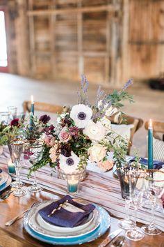 Burgundy and blue table decor