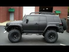 Blacked out Toyota FJ Cruiser on 39.5s!