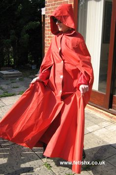 Beautiful full and hooded rubberized cape.- gorgeously gorgeous!!