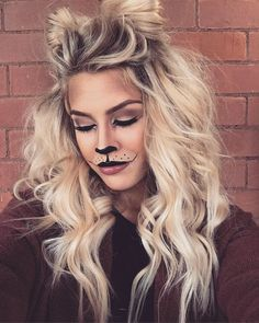 Lioness makeup for Halloween! Cat Halloween Makeup, Halloween Looks, Family Halloween Costumes, Lioness Makeup, Leopard Makeup, Maquillage Halloween, Halloween Disfraces, Costume Makeup, Costumes For Women