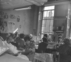 Workers in Irish Wools Ltd In The Heart, Dublin, Old Photos, Ireland, Irish, History, World, Mad, Times