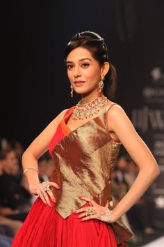 amrita-rao-showstopper-agni-jewels-iijw-2013