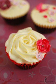 Rose swirl by Little Cottage Cupcakes, via Flickr