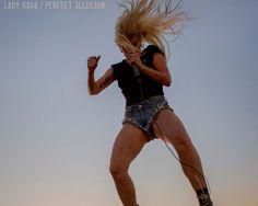 """Lady Gaga vuelve con una nueva canción """"Pefect Illusion"""""""