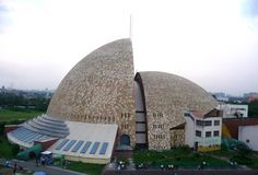 Science City Science city of kolkata is the largest center in Indian subcontinent.