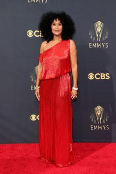 Emmy Awards 2021: Fashion—Live From the Red Carpet   Vogue Jennifer Coolidge, Mindy Kaling, Mandy Moore, Catherine Zeta Jones, Gillian Anderson, Anthony Anderson, Kate Winslet, Elizabeth Olsen, Madeline Brewer