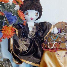 Valérie est une superbe poupée de chiffons - objet décoratif