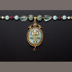 An Indian gem-set and gold necklace Pendant Indian Jewellery Design, Indian Jewelry, Jewelry Design Earrings, Royal Jewelry, Gold Pendant Necklace, Indian Art, Antique Jewelry, Bracelet Watch, Bangles