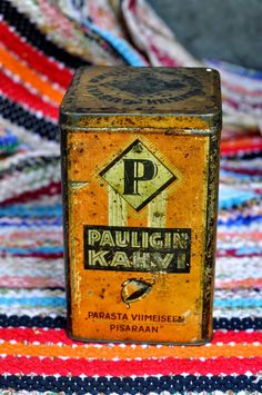 Paulig Finland kahvipurkki Vintage Tins, Vintage Coffee, Vintage Art, Vintage Antiques, Spice Tins, Coffee Packaging, Tin Boxes, Canisters, Coffee Cans