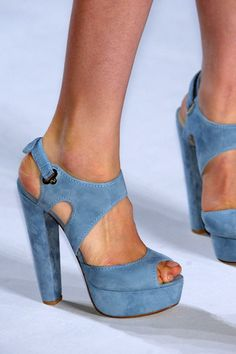 ... love these shoes, but not that second toe ...!