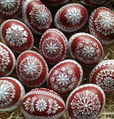 Reliefní kraslice červená / Zboží prodejce ZS-relief | Fler.cz Egg Art, Easter Eggs, Christmas Ornaments, Holiday Decor, Pattern, Crafts, Diy, Kinfolk, Nature