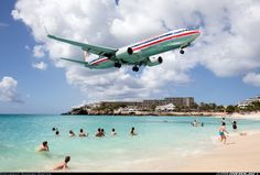 American Airlines Boeing 737-823 N919AN has everybody's attention while on short final approach for St Maarten-Princess Juliana, February 2016. (Photo: Sandro Koster)