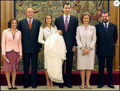 Baptême de Leonor, fille de Felipe et Letizia d'Espagne, à la Zarzuela en janvier 2006. Le 31 octobre 2015, la princesse des Asturies fête ses 10 ans.