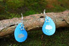 Boucles d'oreilles en bois peintes main - goutte d'eau et ciel étoilé : Boucles d'oreille par boisdesoluthe