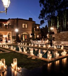 Instead of floating candles in pool line outside. Pool Candles, Outdoor Candles, Floating Candles, Outdoor Lighting, Wedding Lighting, Bel Air, Pool Wedding Decorations, Candle Decorations, Dior