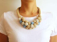 Crochet beads' necklace, written pattern and phototutorial/ Collar de cuentas a ganchillo, instrucciones escritas y foto tutorial ☆•★Teresa Restegui http://www.pinterest.com/teretegui/★•☆