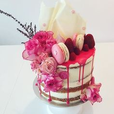 Think pink with @artofbaking! This delicious work of art is a butter cake with lemon curd buttercream with macarons, meringues and berries! #ArtOfBaking #bridalshower #weddingrehearsal #weddingcake #hotpinkcake #drizzlecake #nakedcake #nakeddrizzlecake #y