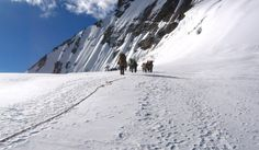 A challenging Kalindi khal trek nestled in the lap of the majestic Himalayas, feel a rush of adrenaline in your blood as you scale right up to a Himalayan pass 6000m high. Not just that, this mesmeric place is a spiritual haven decorated by gorgeous mountains and the grandeur of nature.