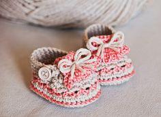 Instant download Crochet PATTERN baby booties door monpetitviolon