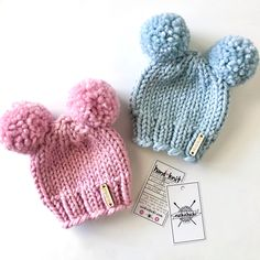Make their first hat their cutest hat! Nickichicki Double Pom Pom Beanies are hand knit, soft, and cozy! Perfect for coming home outfits, newborn photography, and baby shower gifts alike! Beginner Knitting Projects, Yarn Projects, Knitting For Beginners, Beanie Knitting Patterns Free, Arm Knitting, Crochet Baby Hats, Knitted Hats, Knitting Magazine, Cute Hats
