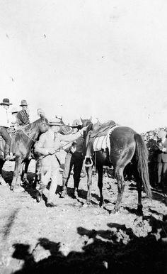The Prince of Wales preparing to mount a horse in Saskatoon, Saskatchewan, September 1919 / Le prince de Galles se préparant à monter à chev...