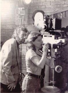 Alain-Robbe-Grillet-et-Catherine-Robbe-Grillet-Tournage-Glissements-progressifs-du-plaisir-1974