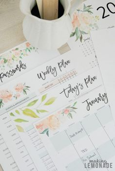 I can't believe this printable planner is totally free-- it has daily, weekly, monthly and yearly calendars and planning sheets to keep your schedule organized and goals on track for the entire year! Planner Tips, Budget Planner, Weekly Planner, Happy Planner, 2015 Planner, Planner Template, Printable Planner, Free Printables, Calendar Templates