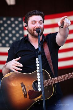 10.13 Chris Young brings country fun to Central Mass. Story and photos by Justin Mayotte cy1 (2)