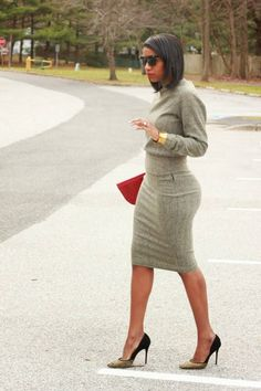 Beaute' J'adore: DIY herringbone pencil skirt and sweatshirt Beaute' J'adore: DIY herringbone pencil skirt and sweatshirt Work Fashion, Fashion Outfits, Skirt Fashion, Steampunk Fashion, Fashion 2018, Gothic Fashion, Curvy Fashion, Professional Attire, Work Attire