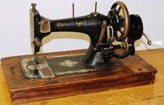 VintageGene ~ Vintage Sewing Machine