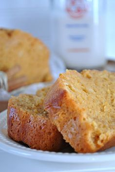 Starbucks Pumpkin Pound Cake, one of the best treats that fall brings alone. Brownie Desserts, Just Desserts, Delicious Desserts, Dessert Recipes, Yummy Food, Fall Desserts, Food Cakes, Cupcake Cakes, Cupcakes