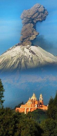 Volcano erupting over Cholula Puebla in Mexico /// #travel #wanderlust