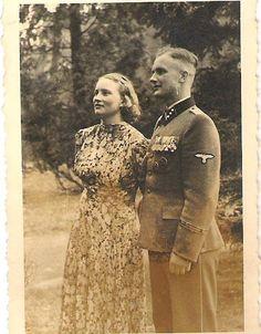 Military Couples, Military Love, Ww2 Women, Army History, German Men, German Soldiers Ww2, Germany Ww2, Portraits, Prisoners Of War