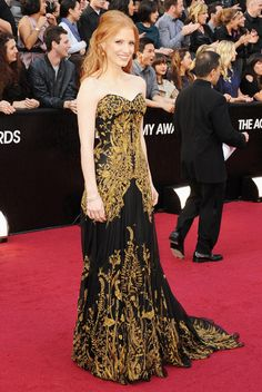 Jessica Chastain @ the Oscars 2012. Making gowns work for petites in McQueen.