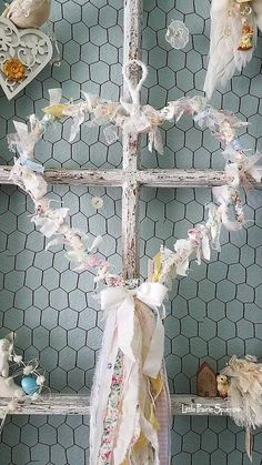 Shabby Chic Bohemian Interiors - Sweet Home And Garden Hanging Fabric, Fabric Garland, Shabby Chic Crafts, Shabby Chic Decor, Shabby Chic Wreath, Shabby Chic Romantique, Flower Petals, Flowers, Deco Nature