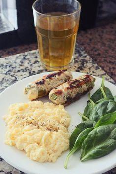 Sugestões | Clicks | *Joana Banana*  Ovos mexidos Salsichas Caseiras Espinafres Scrambled eggs Green Tea Spinach