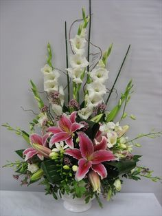 Simple Stargazer Lily Flower Arrangements - Lilies And Glads Tropical Floral Arrangements, Vase Arrangements, Beautiful Flower Arrangements, Beautiful Flowers, Altar Flowers, Church Flowers, Funeral Flowers, Ikebana, Funeral Flower Arrangements