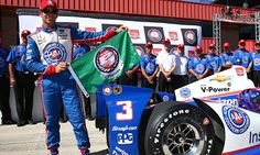 Castroneves draws one point closer with pole