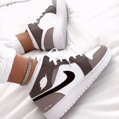 Dr Shoes, Swag Shoes, Cute Nike Shoes, Cute Sneakers, Nike Air Shoes, Hype Shoes, Shoes Sneakers, Jordan Shoes Girls, Girls Shoes