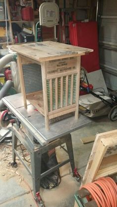 Washboard end table. Diy pallet art