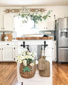 Perfect Farmhouse Decor Ideas For Ho. - Perfect Farmhouse Decor Ideas For Home - Kitchen Island Decor, Farmhouse Kitchen Decor, Kitchen Redo, Home Decor Kitchen, New Kitchen, Home Kitchens, Kitchen Dining, Kitchen Remodel, Kitchen Island Towel Bar