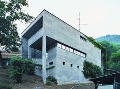 Luigi Snozzi born July 29 1932 in Mendrisio is a Swiss architect from Ticino He is currently working in Locarno and Lugano He studied at the Swiss Federa Classical Architecture, School Architecture, Luigi Snozzi, Mario Botta, Brutalist Buildings, Home Building Design, Landscape, Switzerland, Houses