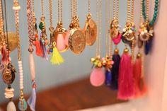 """Lieu : """"Beadies"""" /// Adresse : HUIDENSTRAAT 6, Amsterdam /// Horaires : 11h-18h tous les jours /// Description : Boutiques de bijoux, colliers sympas /// Importance : 7/10"""
