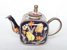 Charlotte di Vita miniature teapot - Chicks!