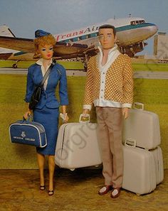 American Airlines Stewardess Barbie and Passenger Ken with Luggage Set by Hey Sailor Greetings Barbie Et Ken, Play Barbie, Ken Doll, Vintage Barbie Dolls, Manequin, Barbie Diorama, Barbie Family, Barbie Accessories, Barbie Collector